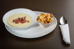Supa crema cartofi cu bacon crocant image