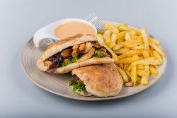 Harissa Naan sandwich