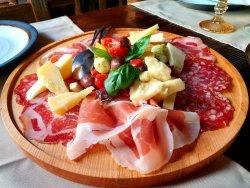 Platoul Casei cu mezeluri si branzeturi mixte italiene pentru 2 persoane image
