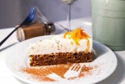 tort cu morcovi, nucă și cremă de iaurt