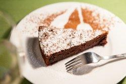 tort cu sfeclă roșie și ciocolată