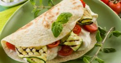 Piadină vegetariană cu legume și mozzarella 2 bucați