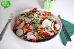 Salată crocantă cu pui şi Speck