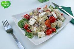 Salată de quinoa în stil grecesc