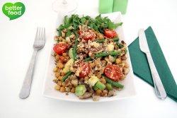 Salată caldă de legume cu năut şi brânză Feta