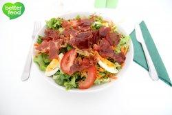 Salată cu speck crocant, ţelină Apio şi ou