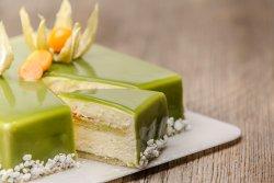 Tort Yogurt, maracuja și fistic felie