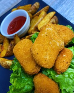 Nuggets + cartofi wedges + sos ketchup image