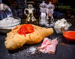 Pizza Calzone Fritto image
