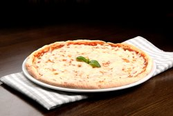 Pizza margherita 1+1 Medie image