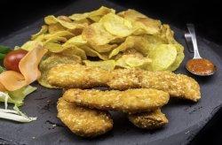 Crispy strips și chips de cartofi cu sos Sweet Chili