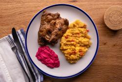 Friptură de zalău (ceafă) cu pere-n laboș, sos de hrian cu sfeclă roșie image