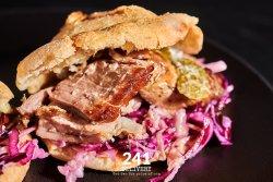 Pita pe Vatra cu Piept de Porc 1+1