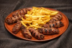 Mici sarbesti inveliti in bacon image