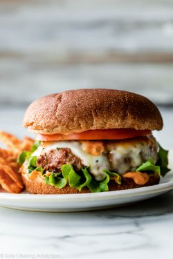 Turkey Cheese Burger + Cheesecake gratis image