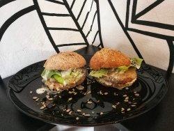 Burger vegetarian cu chiflă integrală