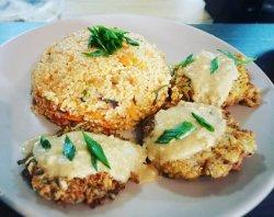 Couscous cu legume și chiftele vegetariene cu sos de gălbiori