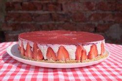 Cheesecake cu capsuni proaspete - întreg