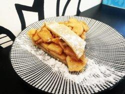 Tartă de mere cu scorțișoară cu aluat fraged - felie