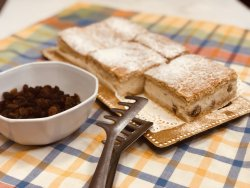 Linzer cu brânză dulce și stafide