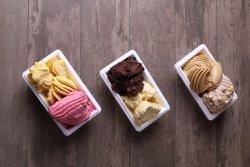 Înghețată de mango și căpșuni