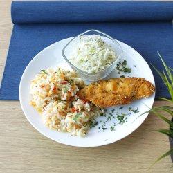 Șnițel de pui cu pilaf de orez și salată de varză image