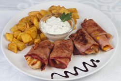 Piept de pui cu brânză cheddar și bacon