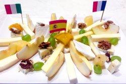 Platou de brânzeturi nobile                                                 image