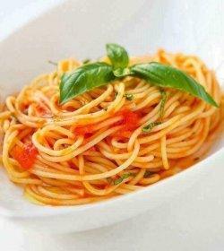 Spaghetti pomodoro fresco image