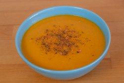 Supă cremă de linte cu crutoane