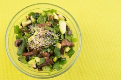 Salată de spanac crud