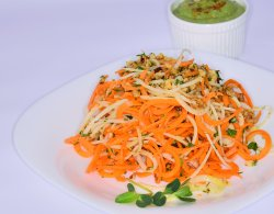 Spaghete din morcovi și gulii cu sos