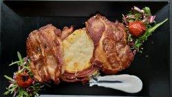 Ceafă de porc marinată la grill cu cartofi gratinati image