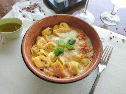 Tortellini Al forno con prosciutto cotto image