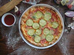Pizza zucchini e gorgonzola image
