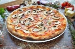 Pizza prociutto e funghi  image