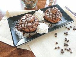 Papanași cu ciocolată și frișca vegetală image
