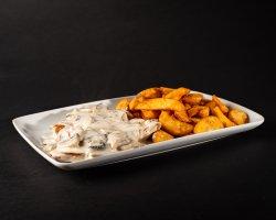 Piept de pui cu sos de ciuperci și cartofi wedges image
