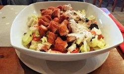 Salată de pui crocant