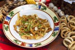 Cartofi prăjiți cu usturoi și pătrunjel image