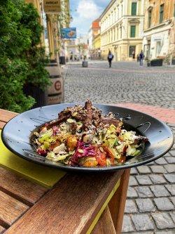 Salată cu vită și gorgonzola + Limonadă 100% Naturală image