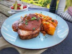 Ceafa de Porc la Cuptor cu Cartofi Taranesti si Muraturi image