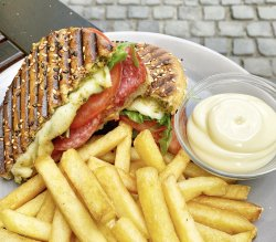Italiano Sandwich & Fries