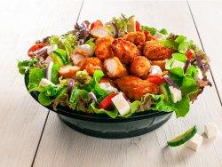 Salată cu pui crispy