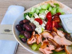 Salată de somon cu iz grecesc image