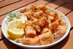 Fritto Misto cu creveți, calamari, caracatiță și sos Bloody mary image