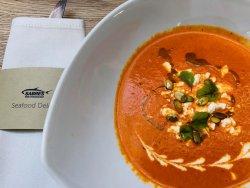 Supă cremă de ardei copt cu brânză de capră image