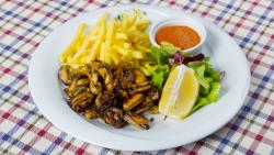 Midii fripte pe plită și sos Iute de Iute, cartofi pai prăjiți