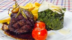 Filetto in aceto con spinacio e pomodori