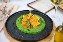 Somon cu portocale, coniac, piure de broccoli image